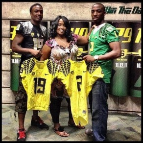 Tyrell and Tyree Robinson (4-Star(s)/San Deigo, CA/Rivals250) pose with their mother near the Oregon locker room.