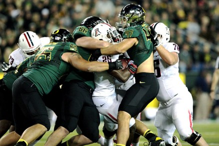 AZ RB Ka'Deem Carey swarmed by UO defenders