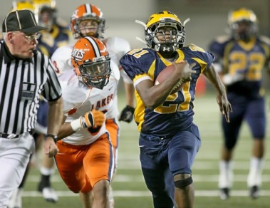 112610,  JB :  Bellevue's Myles Jack (21) runs for the Wolverine's third touchdown of the first half of their semi-final 3A play-off game at the Tacoma Dome Friday, November 26, 2010. (Jim Bates / THE SEATTLE TIMES)107742 JB : , SEMI-FINAL PREP FOOTBALL, BELLEVUE HS WOLVERINES v. LAKES HS LANCERS, TACOMA DOME