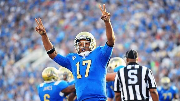 """Even UCLA QB Brett Hundley wants his rival Trojans to """"Fight On"""" against Notre Dame"""