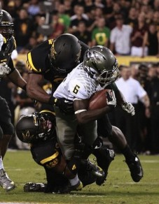 DeAnthony Thomas dragging Arizona State tacklers.
