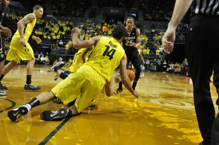 Oregon Ducks plays Colorado Buffaloes