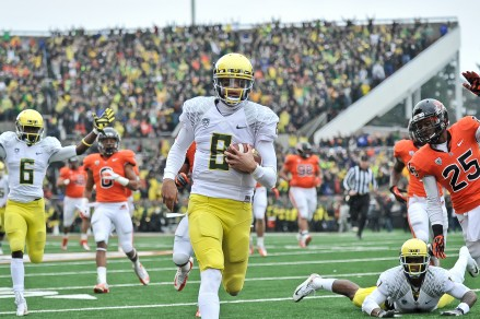 Marcus Mariota cruises in for six in 2012 Civil War Game in Corvallis