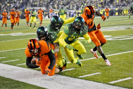 Oregon on the defensive stop in last years Civil War.