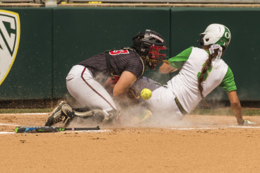 Takeda steals home to give the Ducks a 5-0 lead.