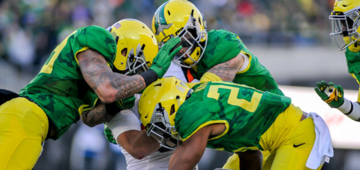 Oregon Ducks meet Oregon State Beavers in the 2015 football Civil War.